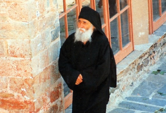 https://www.koinoniaorthodoxias.org/wp-content/uploads/2017/06/st.paisios-2.jpg