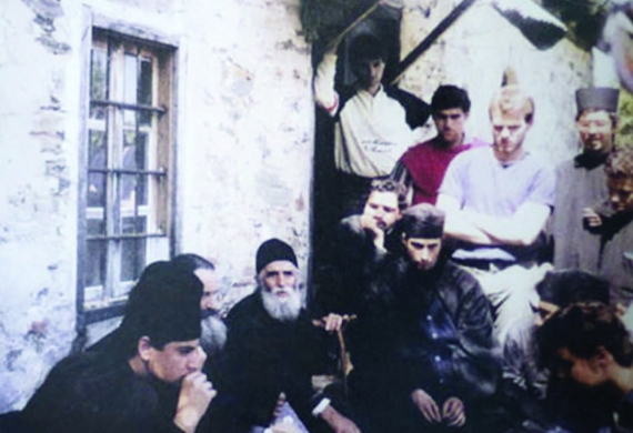 Ο άγιος Παΐσιος και οι μαθητές της Αθωνιάδος