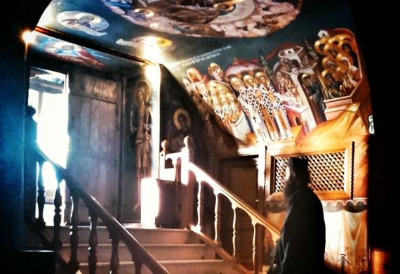 Μέσα σ' ένα ορθόδοξο ναό