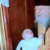 Ο άγιος Πορφύριος παρηγορεί τον κόσμο