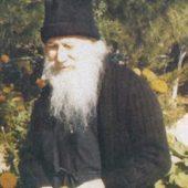 Ο άγιος Πορφύριος στηρίζει μοναχή